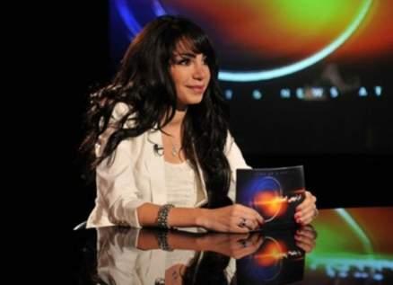 """إنجي علاء حزينة لإصابة هذه الشخصية الشهيرة بـ """"كورونا"""""""