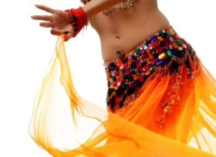 فنانة انفصل عنها زوجها بسبب رقصة !