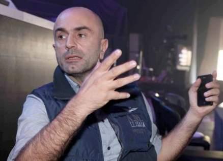 خاص الفن- الصور الأولى لطوني قهوجي مضرجاً بالدماء بعد إصابته في انفجار مرفأ بيروت