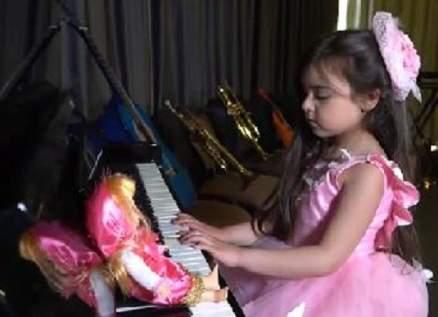 """الطفلة يارا داموني تطرح """"جيت غني العيد"""" – بالفيديو"""