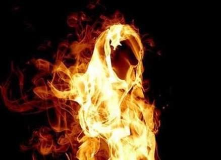"""إعلامية تهدد بحرق نفسها في الشارع بعد """"هتك عرضها""""- بالفيديو"""