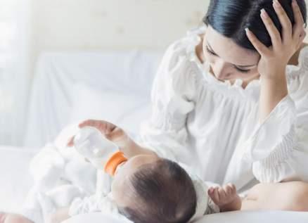 إلى المرأة الحامل ... هكذا تتجنبين التعرض للتشققات بعد الولادة