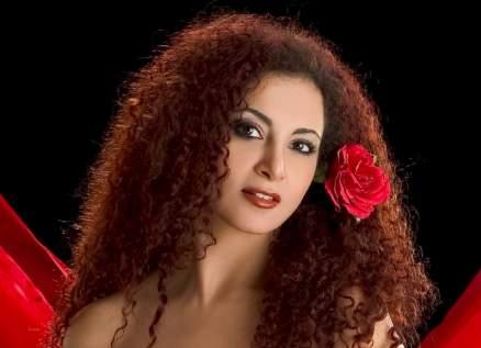 رولا محمود كانت الإبنة المدللة لـ أحمد زكي.. وأُصيبت بهذا المرض