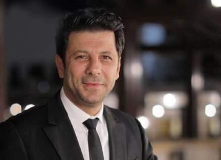 إياد نصار يرد على متابع إنتقد شكله.. بالصور