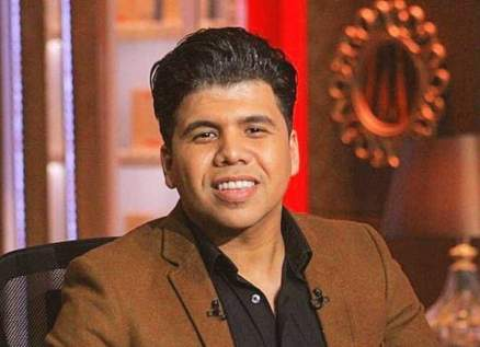 والدة عمر كمال بالنقاب وهل يشبه شقيقته؟-بالصورة