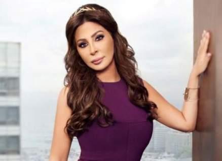 إليسا تضيء شمعة لـ وزيرة لبنانية سابقة بعد إصابتها بفيروس كورونا- بالصورة