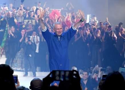 جان بول غوتييه يودع عالم الأزياء بعرض أخير في أسبوع الموضة الباريسي