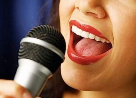 """مغنية مصرية غاضبة :""""كل ما روح لمنتج بيبص لجسمي أو يتجوزني عرفي""""-بالفيديو"""