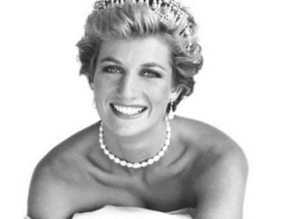إليكم سر تسريحة شعر الأميرة ديانا التي أبهرت العالم وهكذا كان شكلها قبل أن تقصه- بالصورة
