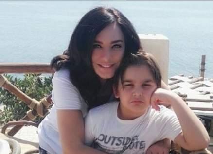 """سلاف فواخرجي ترد على الساخرين من إبنها """"علي"""".. بالفيديو"""