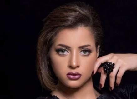 بالفيديو- منى فاروق تعيش قصة حب جديدة وتتلقى الهدية