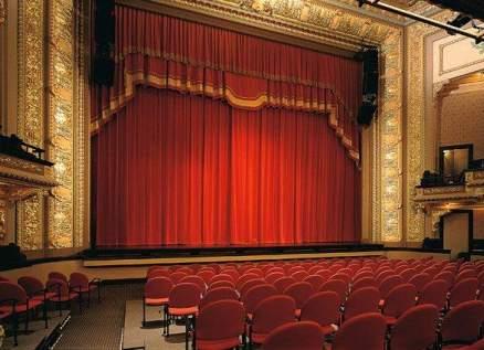عرض مسرح دمى في حديقة اليسوعية
