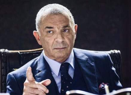 محمود حميدة يثير الجدل بإصابة في يده-بالصورة