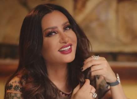 """بالفيديو- لطيفة تسترجع ذكريات تعاونها مع طارق عاكف في """"بحب ف غرامك"""""""