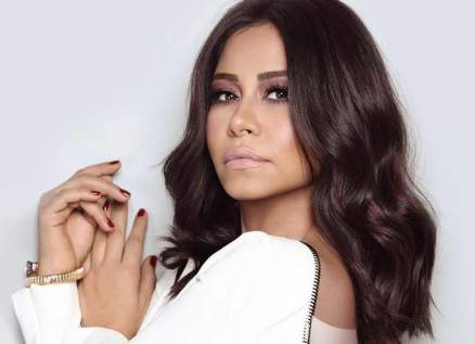 شاهدوا ردة فعل شيرين عبد الوهاب بعد أن طلبت منها معجبة غناء أغنية نانسي عجرم - بالفيديو