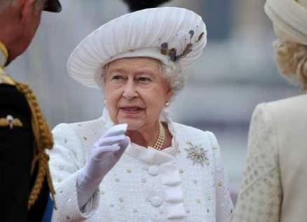 القصر الملكي يوضح حقيقة إصابة الملكة إليزابيث بفيروس كورونا