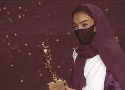 فنانة سعودية شهيرة تحصد المركز الأول في جائزة الموسيقى - بالفيديو