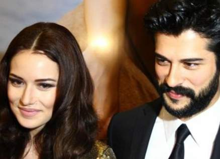 """فهرية أفجين تعلّق على نظرات إبنها من زوجها بوراك أوزجيفيت وهو يردّ:""""نظرة الذئب""""-بالصور"""