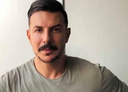 بالفيديو- باسل خياط ينهار بعد وفاة والده