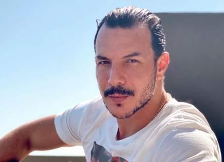 باسل خياط عاري الصدر مرة جديدة-بالصورة