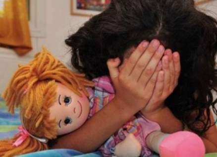 إلقاء القبض على مُعنِّفة طفلة في أبوظبي بعد انتشار فيديو وكشف هويتها صادم!