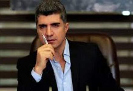 أوزجان دينيز يؤجّل ويستبعد زملاءه