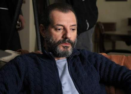 عادل كرم يتفقد منزله المتضرر بسبب إنفجار بيروت: يا ضيعان العمر-بالصور