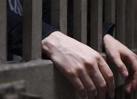 الحكم على فنان شهير بالسجن سنة و60 يوماً بهذه التهمة