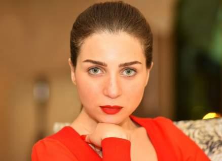 """بالفيديو- المشاهد الأولى من مسلسل مي عز الدين """"خيط حرير"""""""