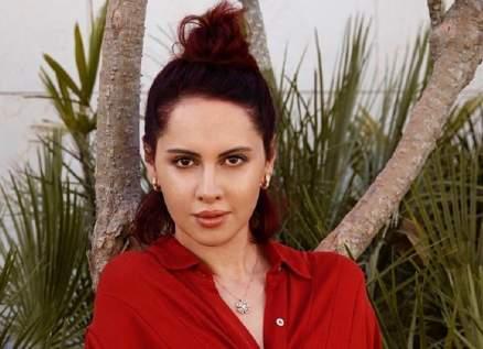 ياسمين رئيس تلقي نفسها بالبحر-بالفيديو