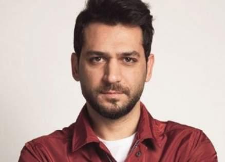 """مراد يلدريم برسالة لزميلته بآخر يوم في تصوير """"رامو""""-بالصورة"""