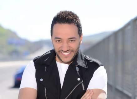 حسين الديك رفض هاتين الهديتين الفاخرتين من معحب.. وهيفا وهبي رقصت على أنغام أغنيته