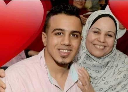 إنتحر تحت عجلات قطار بعد عدم تحمله وفاة والدته بكورونا.. بالصور