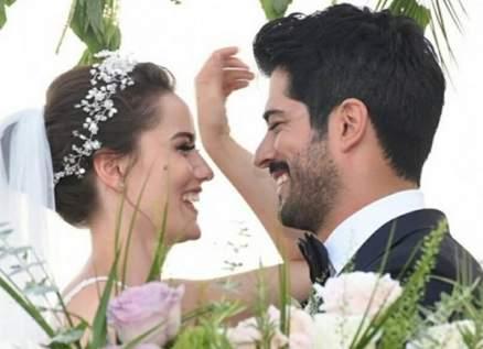 فهرية أفجين تحتفل بعيد زواجها الثالث من بوراك أوزجيفيت-بالصورة