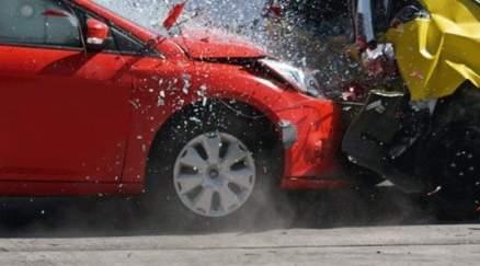 ممثل شهير ينجو من الموت بعد تعرّضه لحادث سير.. بالصورة