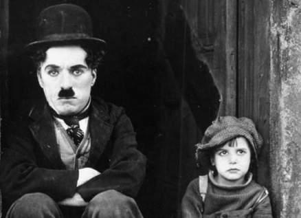 عرض فيلم تشارلي شابلن وعزف موسيقاه المرممة بذكرى مرور 100 عام عليها