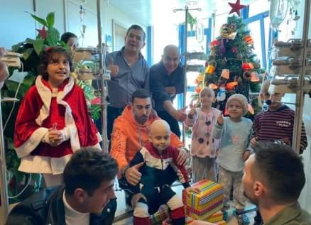 بالصور- نضال بشراوي ومحمد صندقلي ووصفاء ملك جمال لبنان يوزعون الهدايا على الأطفال مرضى السرطان والأولاد