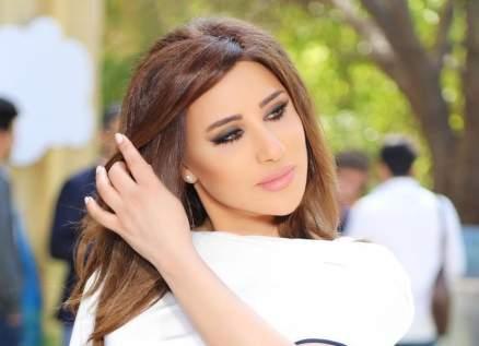 """نجوى كرم: """"إيماني بيضلّ لبناني"""".. ومحبوها يطلقون """"العملة النجوانية"""" - بالفيديو"""