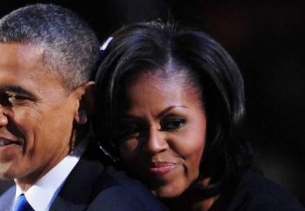 صور نادرة- قبلات وأحضان من باراك أوباما لزوجته ميشال في عيدها