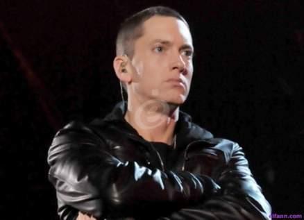 """إيمينيم يلّخص """"مجزرة لاس فيغاس"""" بأغنيته الجديدة """"Darkness""""-بالفيديو"""