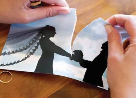 ممثلة شهيرة تكشف ان صديقتها سرقت منها زوجها وتزوجته