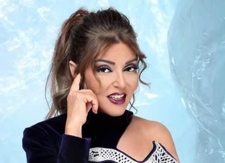 بإطلالة عصرية.. سميرة سعيد تروّج لألبومها الجديد
