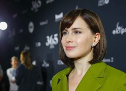 آنا ماريا سيكلوكا ظهرت عارية في فيلمها العالمي الأول.. وحبيبها يكبرها بسنوات عديدة