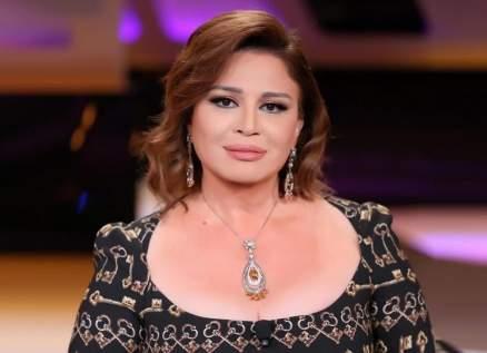 إلهام شاهين تحتفل مع بوسي شلبي بعيد ميلادها – بالفيديو