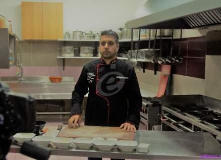 """خاص وبالفيديو- الشيف محمد عبد المنعم يحضر """"دجاج وبطاطا"""" ويعطي هذه النصائح المهمة"""