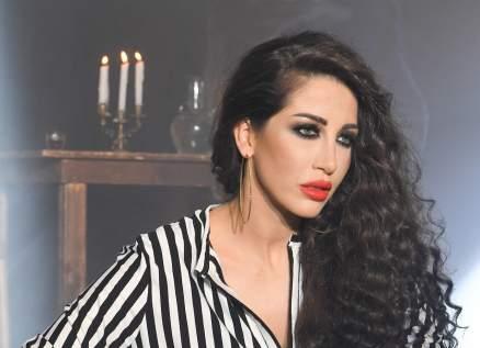 """ميريام عطا الله تعود الى زمن الستينيات بلوحات فنية في """"تلك الأيام"""".. بالفيديو"""