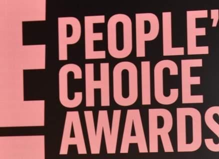 جينيفر لوبيز وجاستين بيبر وأريانا غراندي مكرمون في People's Choice Awards.. وهذا أفضل حيوان مشهور