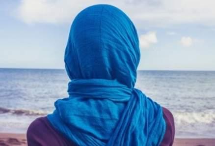 ممثلة جزائرية تفاجئ الجمهور وترتدي الحجاب-بالصورة