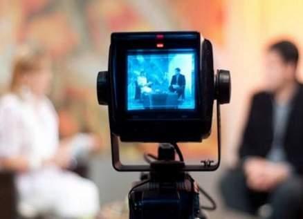 إعلامي كويتي شهير يعلن إعتناقه الدين المسيحي على الهواء مباشرةً-بالفيديو