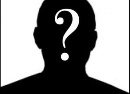 ممثل شهير يثير الجدل بوضعه المكياج على وجهه-بالفيديو